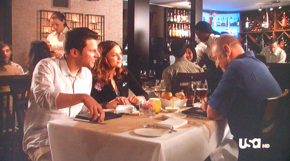 Shawn's girlfriend Abigail (Rachel Leigh Cook) drinking white while his Dad (Corbin Bernsen) has a beer.
